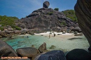 Buceo entre tiburones en Tailandia