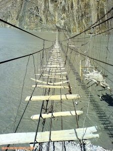Puentes colgantes extremadamente peligrosos
